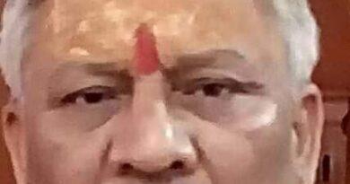 प्रशासन को आईना दिखाते भाजपा नेता मुन्ना दूबे