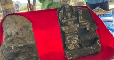 मऊ में सैकड़ो साल पूर्व की मिली दो मूर्तियां